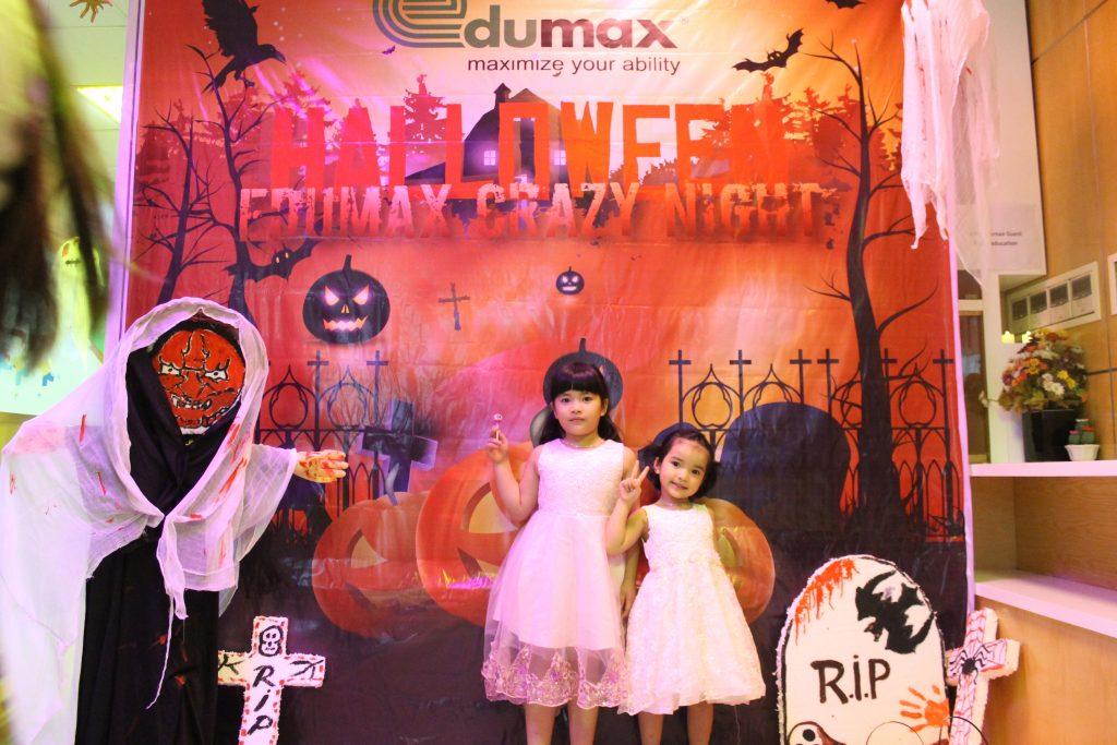 Hai công chúa lạc vào Đêm hội Halloween